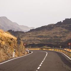 Strada intorno alle montagne di Gran Canaria